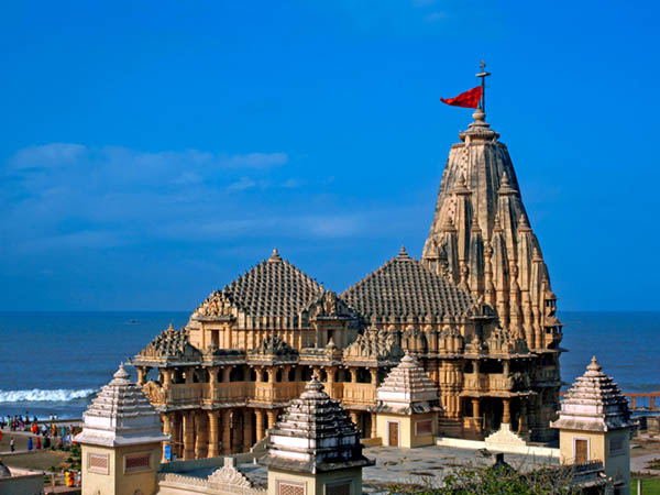 Dwarka – Porbandar - Somnath (200km/ 4hrs)