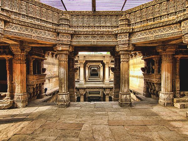 Rajkot – Gandhinagar - Ahmedabad (225km/4hrs)