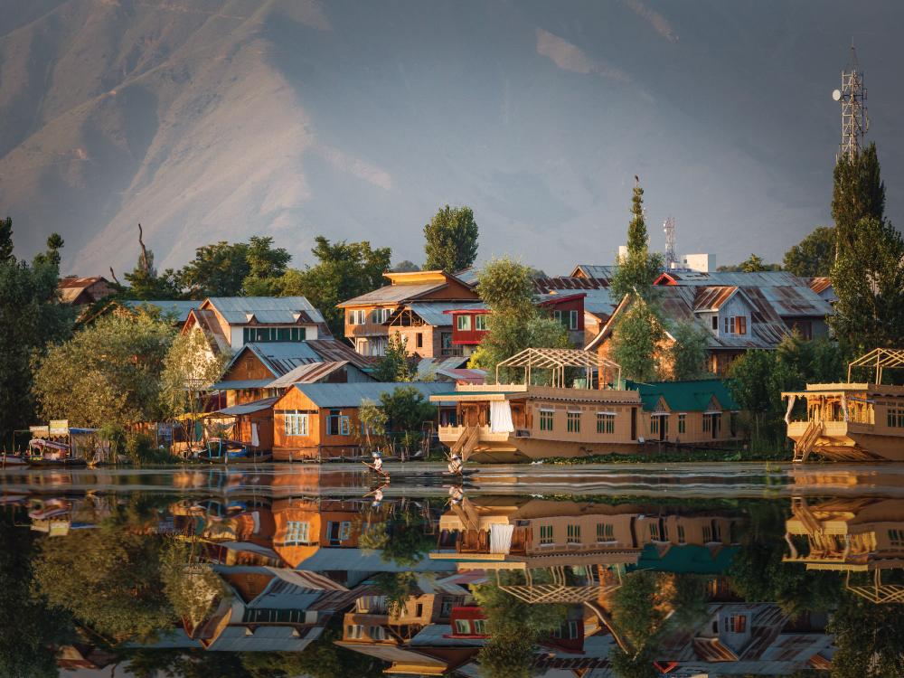 Arrive Srinagar & Tour of Lakes