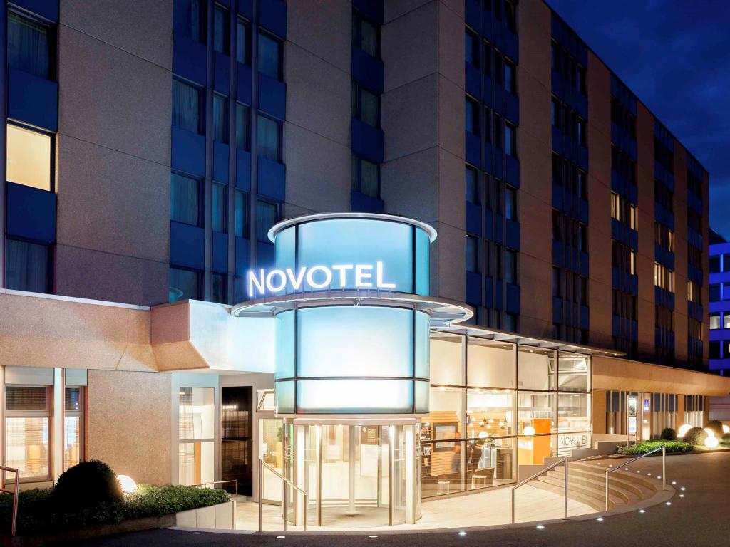 Novotel Messe Airport or similar