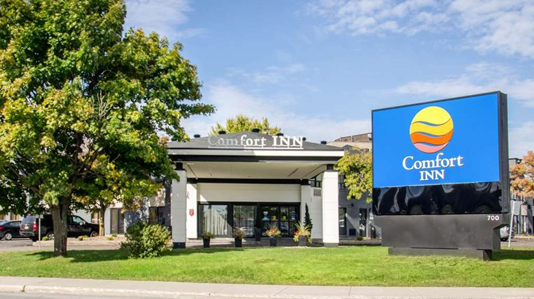 Comfort Inn Pointe-Claire or similar