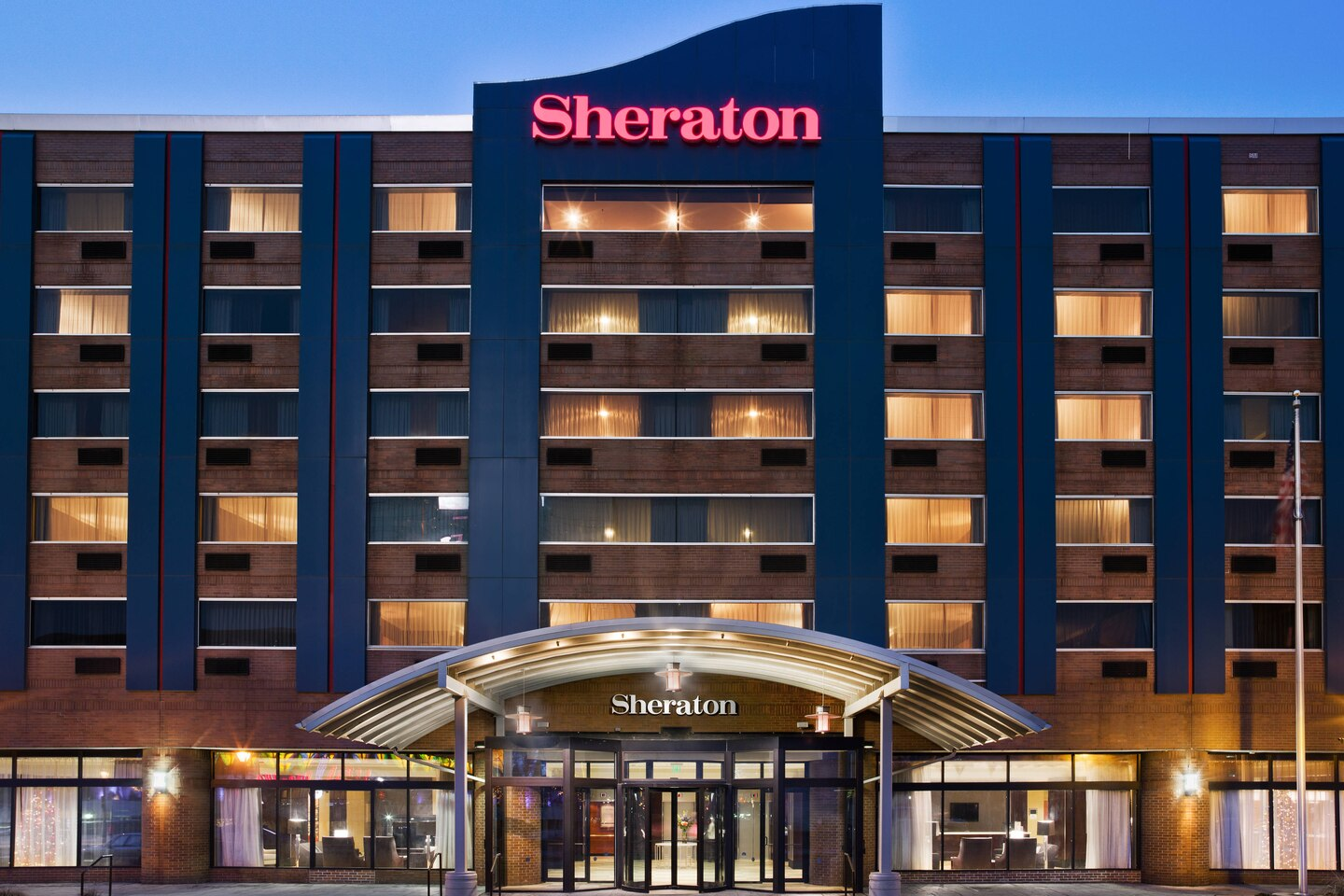 Clarion Hotel BWI or Similar