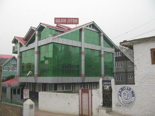 Srinagar-Deluxe Hotel-1