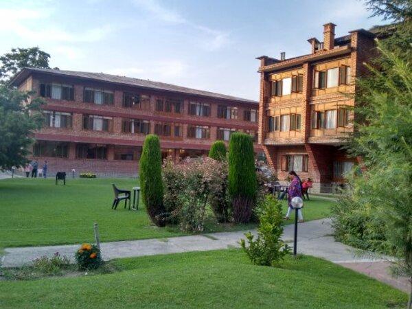 Srinagar-Deluxe Hotel-2