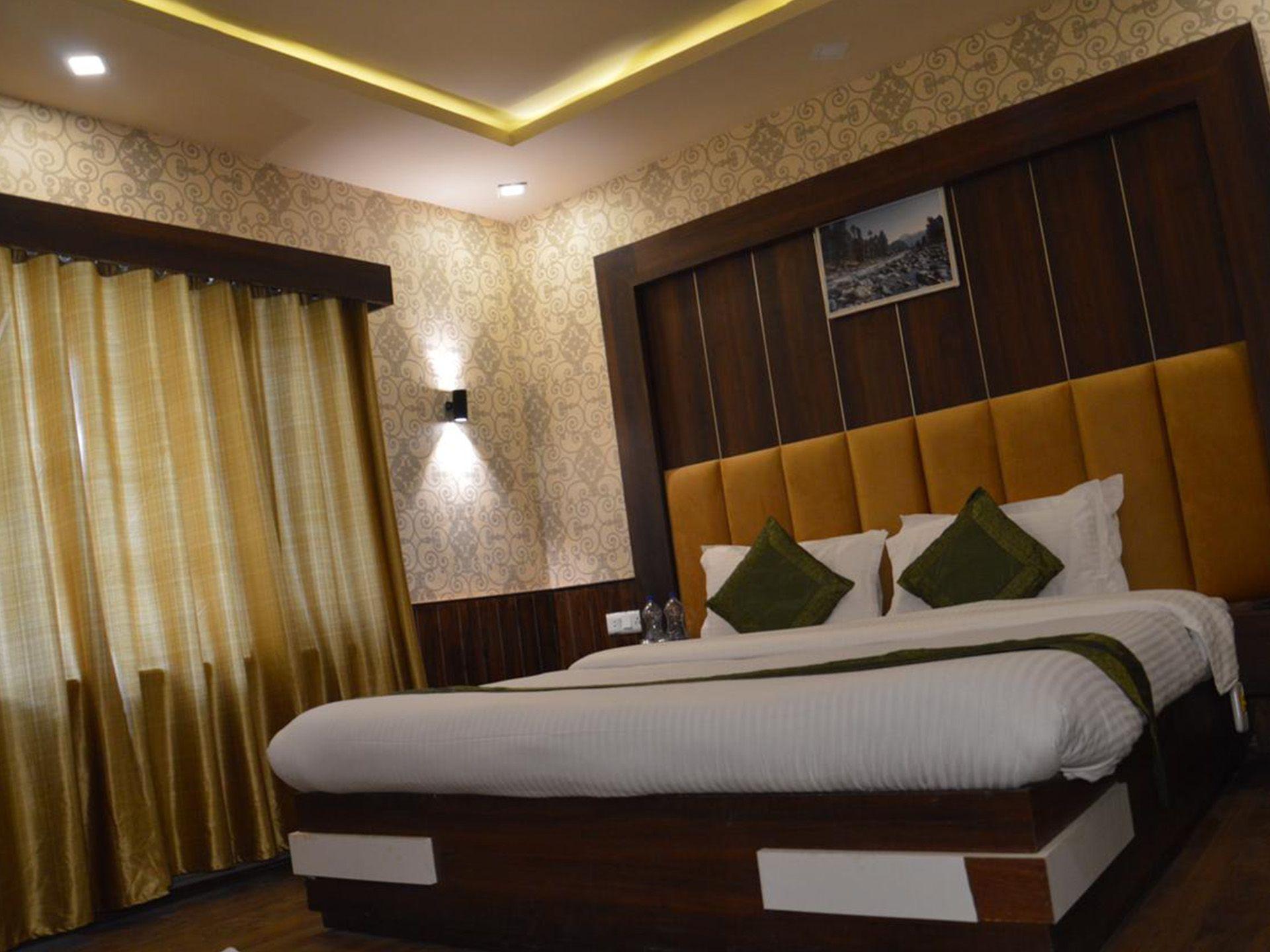 Pahalgam-Deluxe Hotel-2